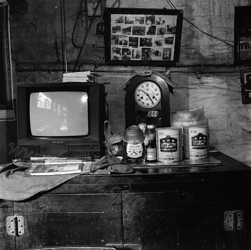 长虹电视机、蜂蜜、川贝批把液、营养餐、老照片、毛主席、老座钟
