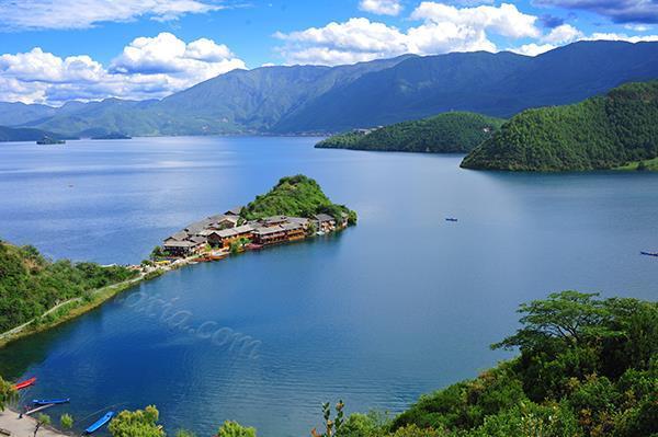 泸沽湖风光