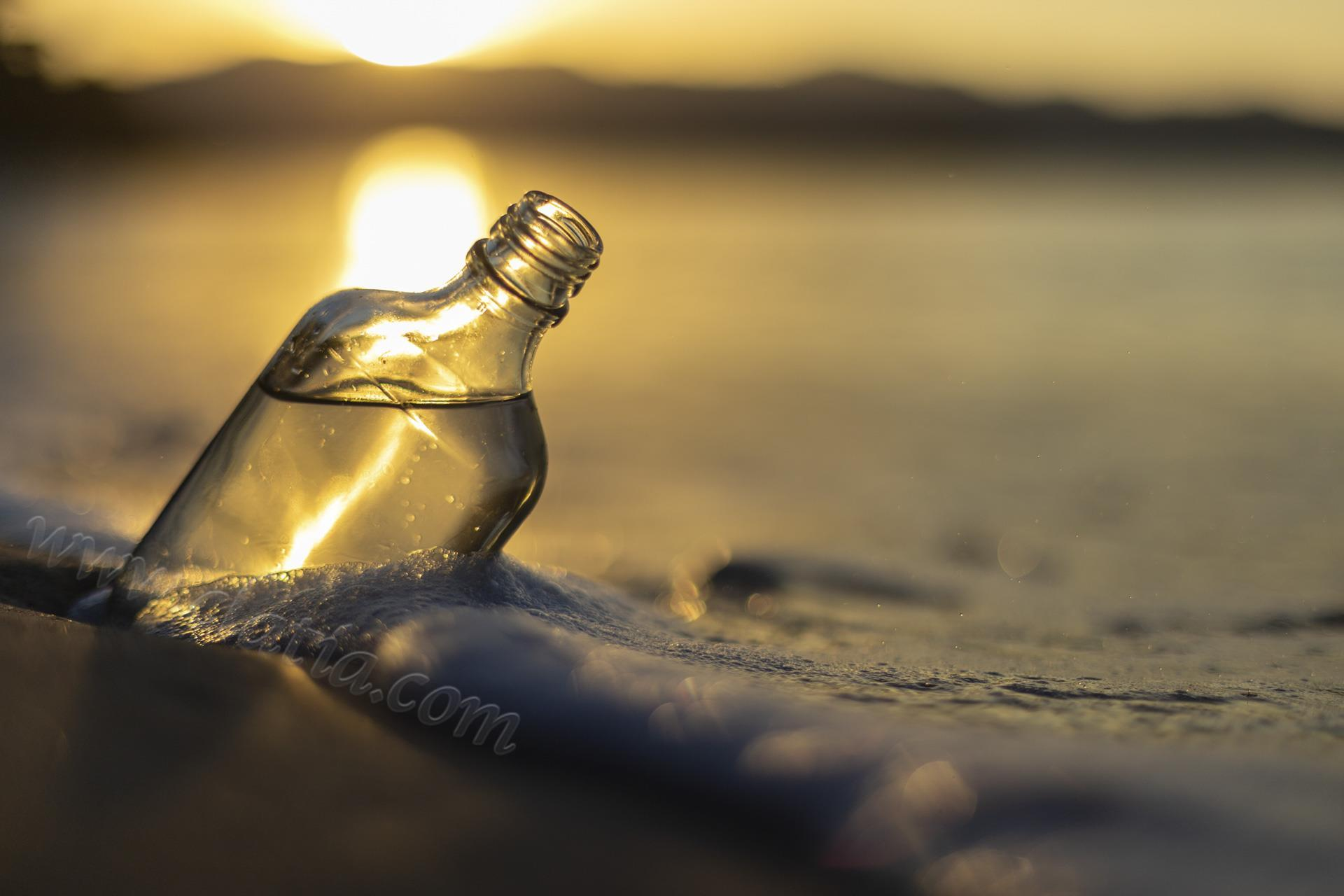 Sand bottle