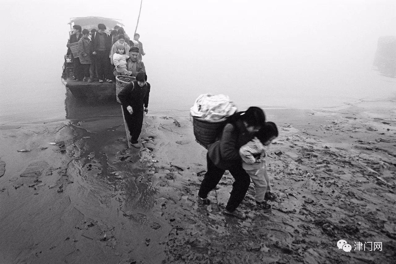 【四川名家】杨麾摄影作品赏析 • 泥泞中的人们