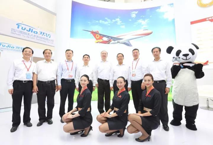 聚焦四川国际航展 | 全国政协副主席刘晓峰一行巡视公司展台