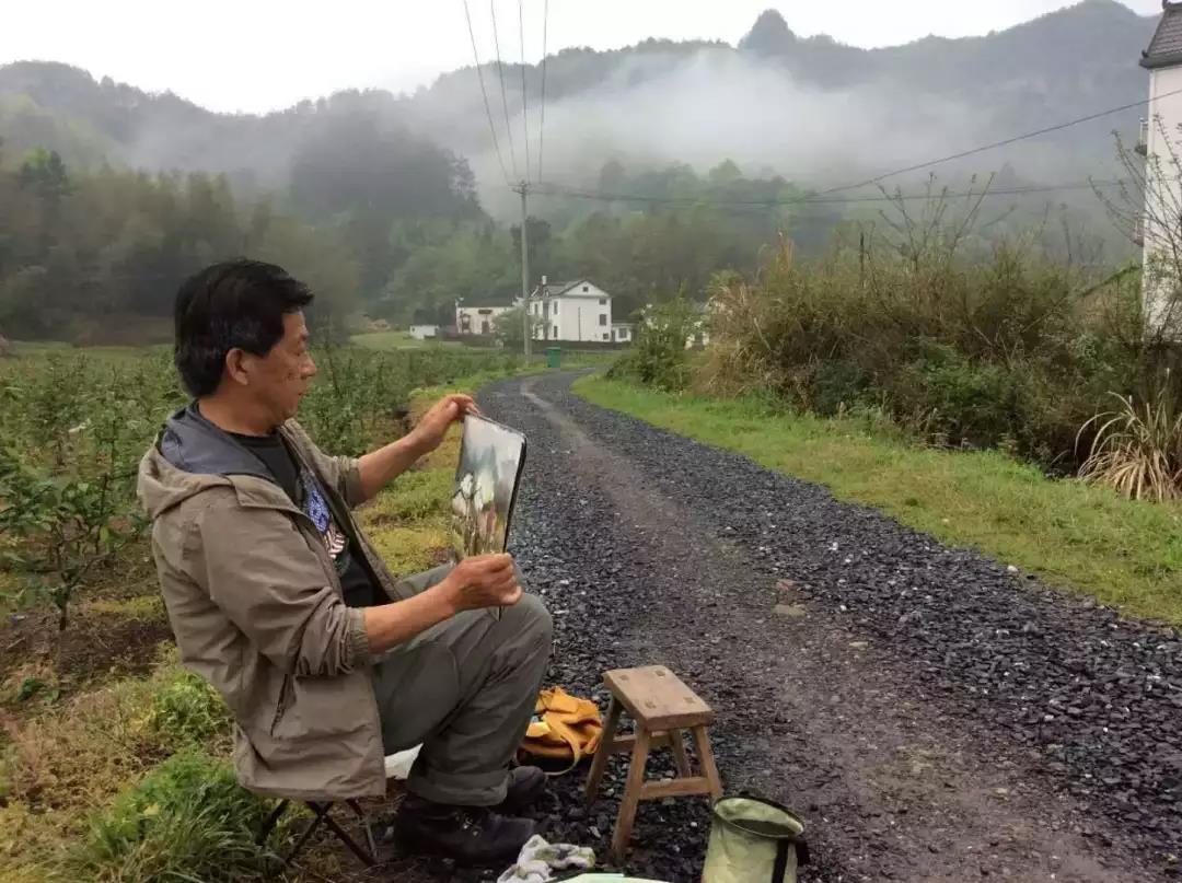 """""""神奇老师""""由曙亮和他的写生教学体系"""