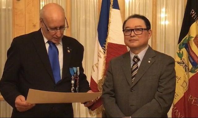 中国艺术家柳旭日获法兰西国民之星金质勋章
